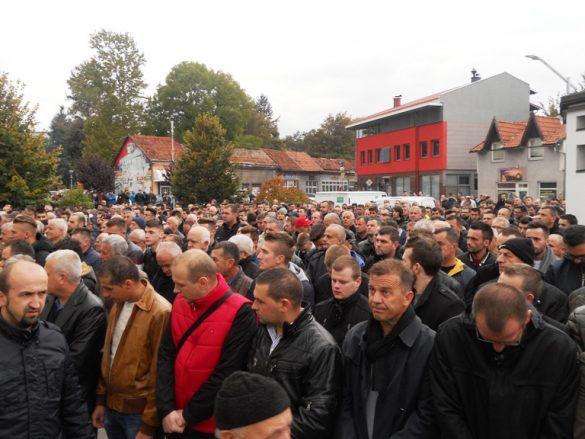 veliki broj bugojanaca klanjao dzenazu ispred Sultan Ahmedove dzamijee